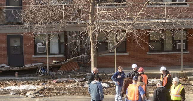 Mo. firefighter killed at walkway collapse scene
