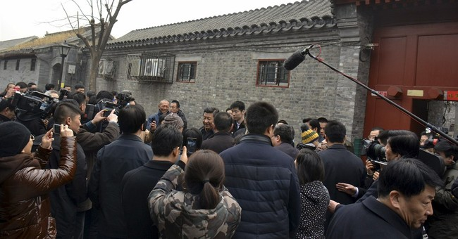 China leader's stroll in Beijing alley sparks buzz