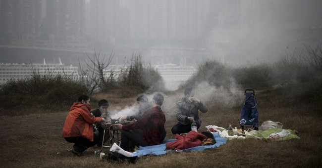 Pollution hides Beijing skyline; statues get masks