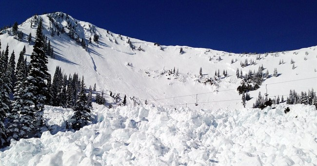 Avalanche hits Washington state resort chairlift