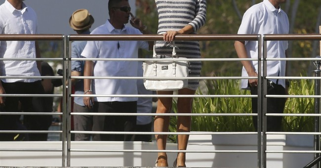 Paris Hilton inaugurates Manila urban beach club