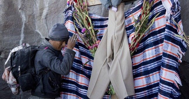 AP PHOTOS: Mexican pilgrims appeal to Popocatepetl