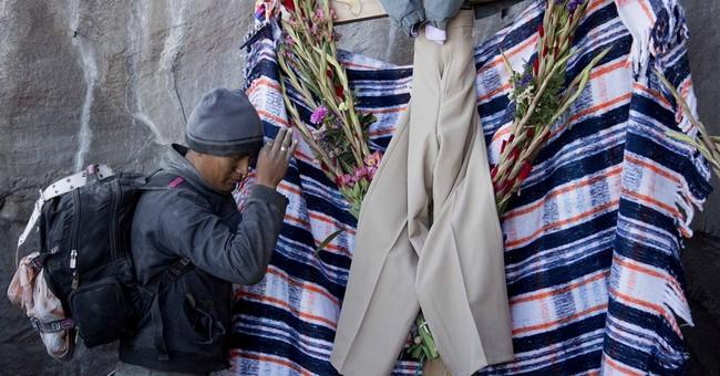 AP PHOTOS: Mexican pilgrims appeal to Popocatepetl