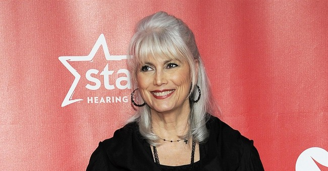 Acclaimed singer Emmylou Harris to write memoir