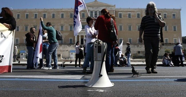 Greek civil service union launches 2-day strike