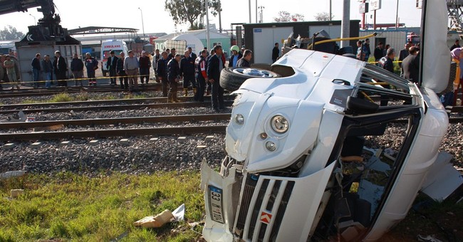 10 dead after train crashes into minibus in Turkey