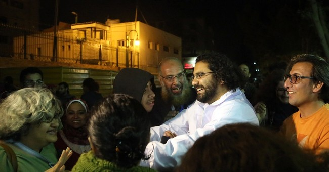 Egypt: Court orders leading activist freed on bail