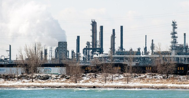EPA: Oil spill affected half-mile of Lake Michigan