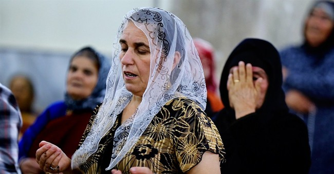 ISIS Overtakes Iraq's Largest Christian Town, Tens of Thousands Flee