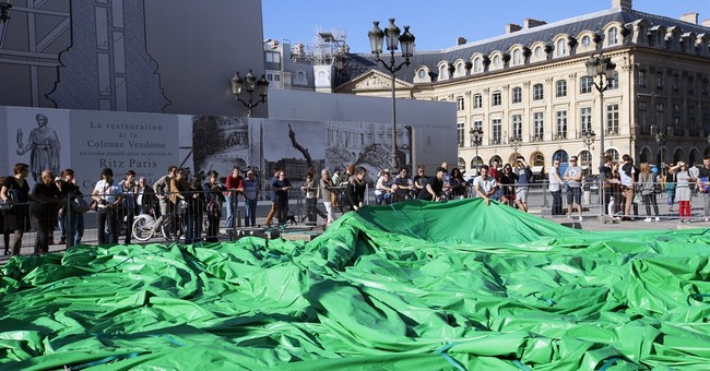 Provocative American Artist Miscalculates the French