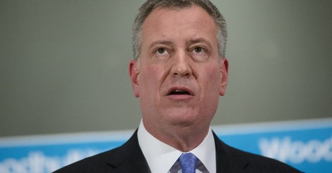WATCH: NYPD Officers Turn Their Backs on NYC Mayor De Blasio