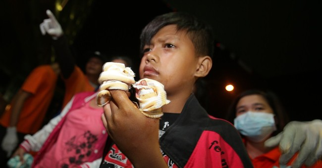 Huge fire destroys hundreds of Philippine shanties