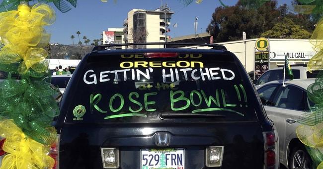 Oregon fans marry in Rose Bowl parking lot