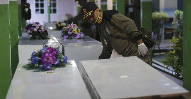 7 more bodies recovered from AirAsia crash, 16 total