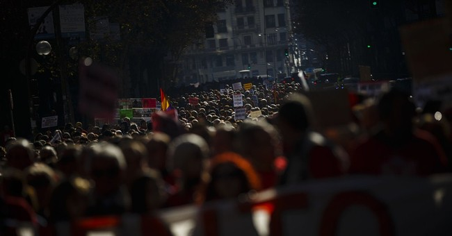 Thousands protest in Spain for better hepatitis C treatment