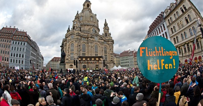 Thousands protest anti-Islamic rallies in German city