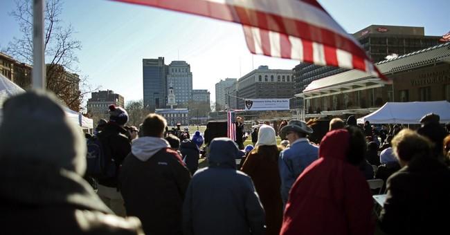 200 brave Philadelphia cold in rally for police