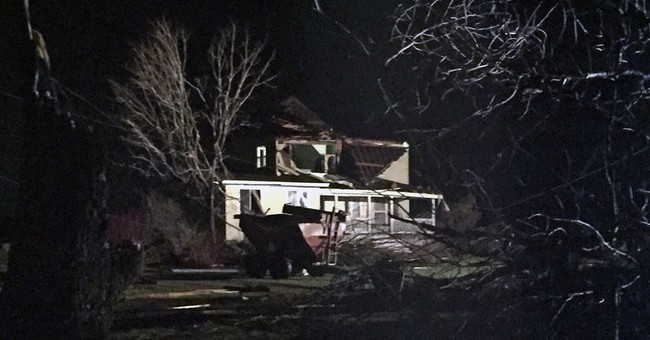 Authorities: 1 dead, 7 hurt in Illinois town after tornado