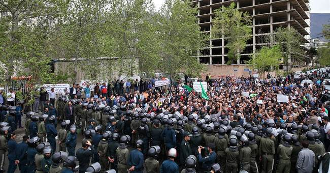 Hundreds defy ban to protest Saudi Arabia in Iran's capital