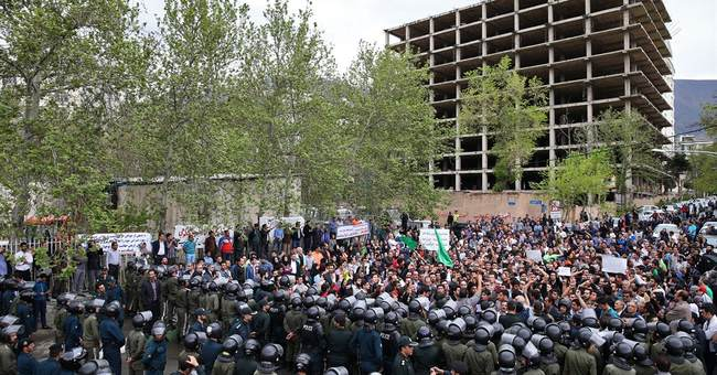 Hundreds defy ban to protest Saudi Arabia in Iran's capital