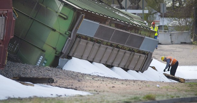 Train derailment spills dry ammonia in Colorado; no one hurt