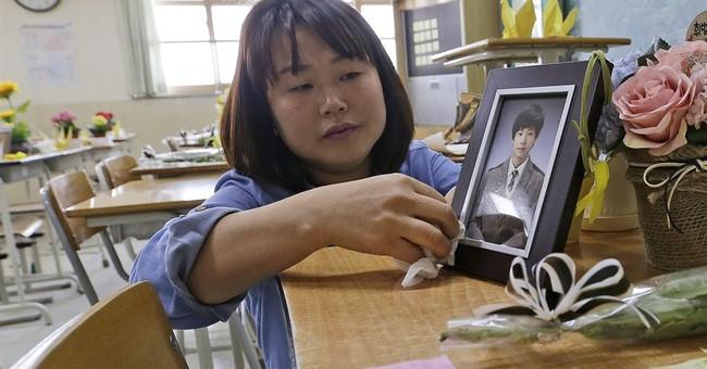 Visiting empty desk of S. Korea ferry victim helps mom cope