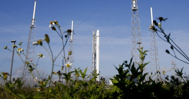 SpaceX launches cargo capsule, fails to nail rocket landing