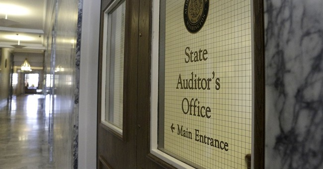 Washington auditor pleads not guilty to federal indictment