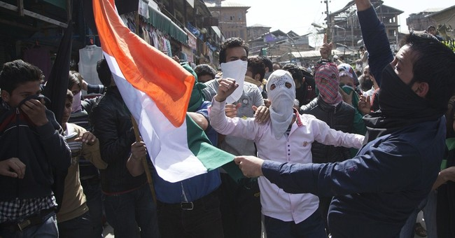 Clashes between Indian forces, Kashmiri protesters injure 25