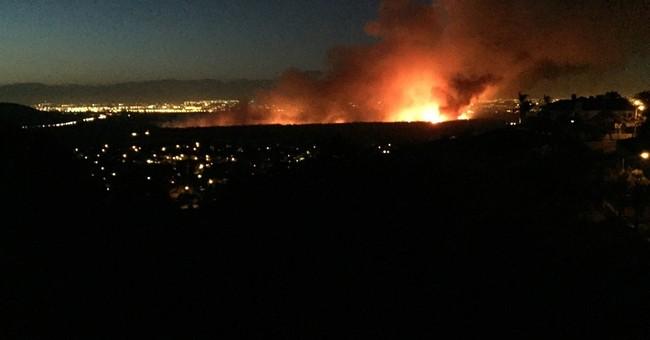 Wildfire near Southern California dam threatens 300 homes