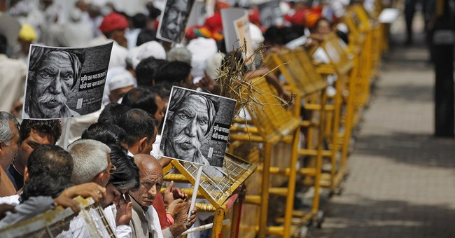 Indian farmers protest gov't plans to ease land acquisition