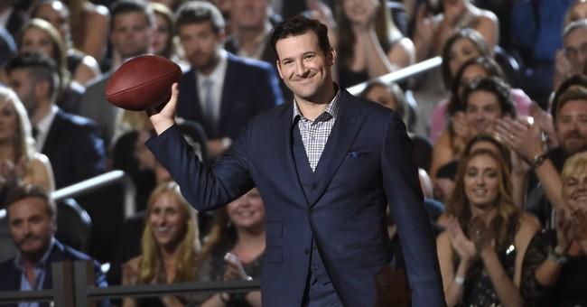 Tony Romo pokes fun at Pats with deflated footballs joke