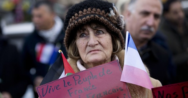 Thousands join rallies worldwide to honor Paris victims