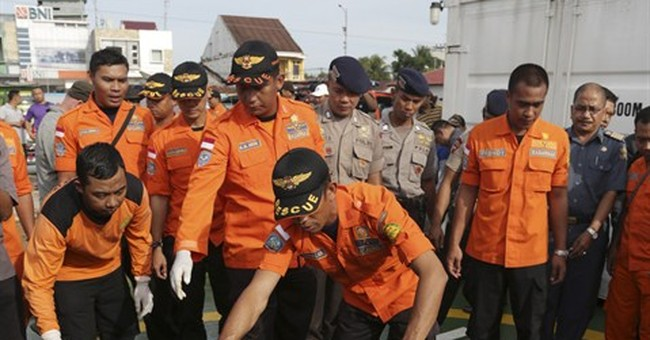 Divers retrieve 1 of 2 black boxes from crashed AirAsia jet