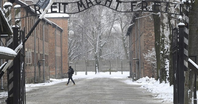 Poles wait for FBI chief to apologize over Holocaust remarks