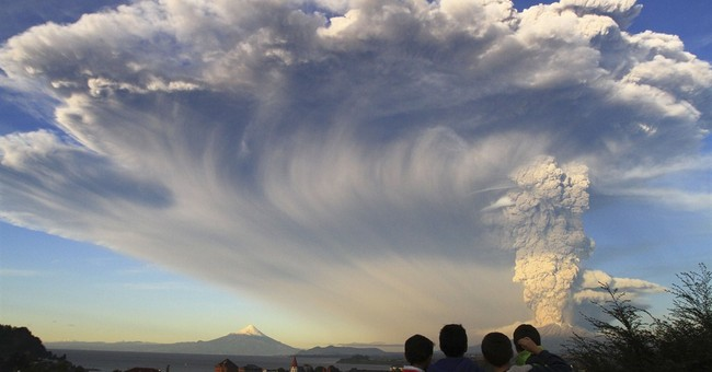Calbuco volcano erupts in Chile, and nearby town evacuated