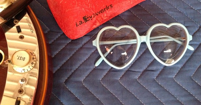 Elton John's heart-shaped glasses stolen from Memphis museum