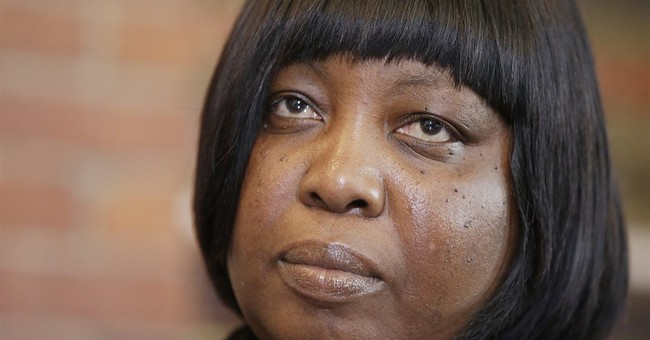 Victim's mom to move ahead with suit against Aaron Hernandez