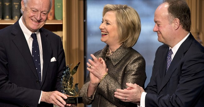 Clinton gives glimpse of how she plans to run as a woman