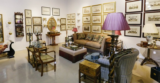 Oprah's household items going to highest bidder
