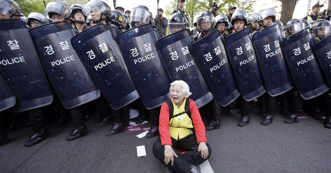 Thousands of South Koreans march in anti-government rally
