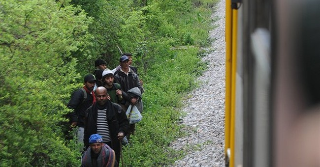 Night train kills 14 migrants 'sleeping' on Macedonia tracks