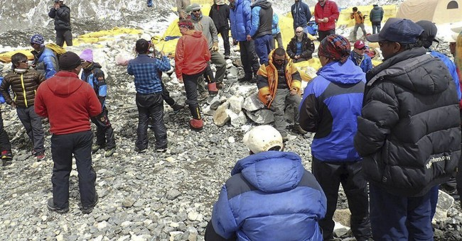 Witnesses to Everest avalanche: 'I knew I had to survive'