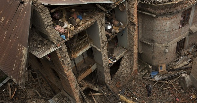 Aid begins arriving in Nepal's remote quake-hit villages