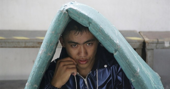 Filipino boxers try to follow Pacquiao's path out of poverty