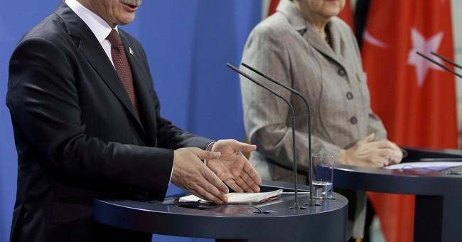German intel chief urges Turkey to prevent extremist travel