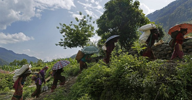 Nepal quake victims trek through mountains to get needed aid