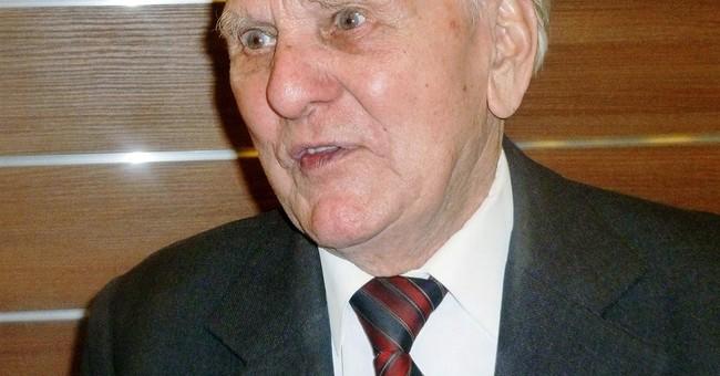Ex-Auschwitz prisoner, barber to camp commander, dies at 95
