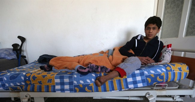 Near Syrian border, wounded fighters and civilians recover