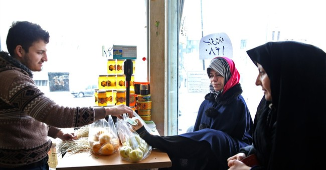 Iran woman with no arms helps others to live with disability